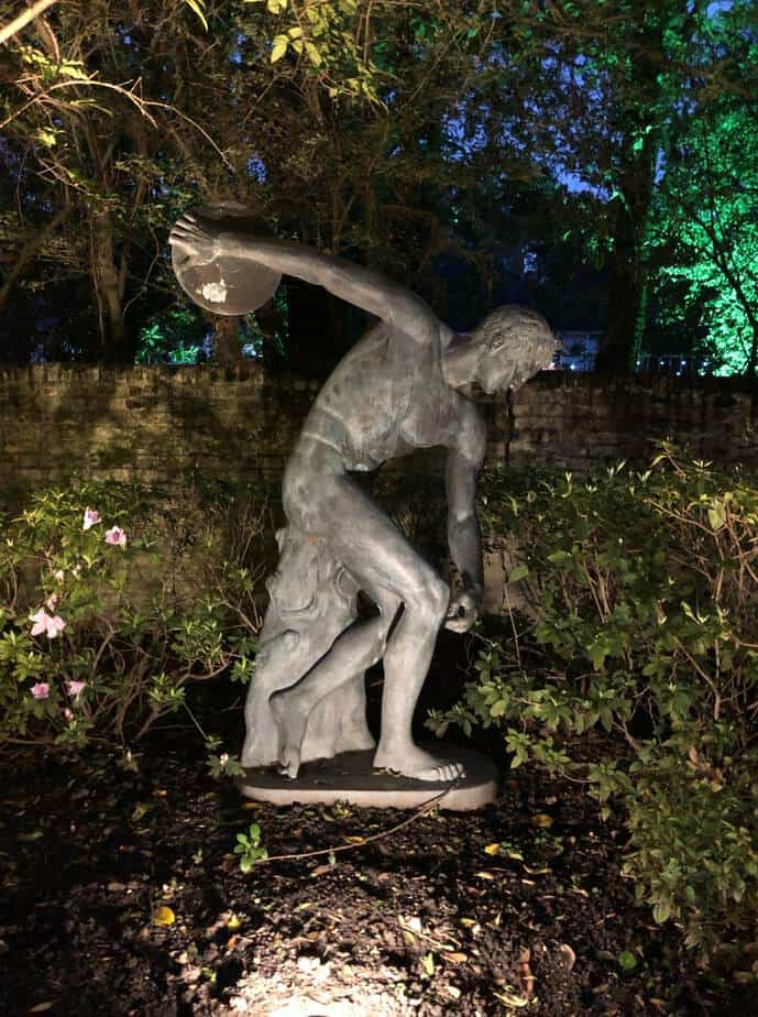 Homeowners in River Oaks Houston enjoy a statue lighting design from Houston Lightscapes.